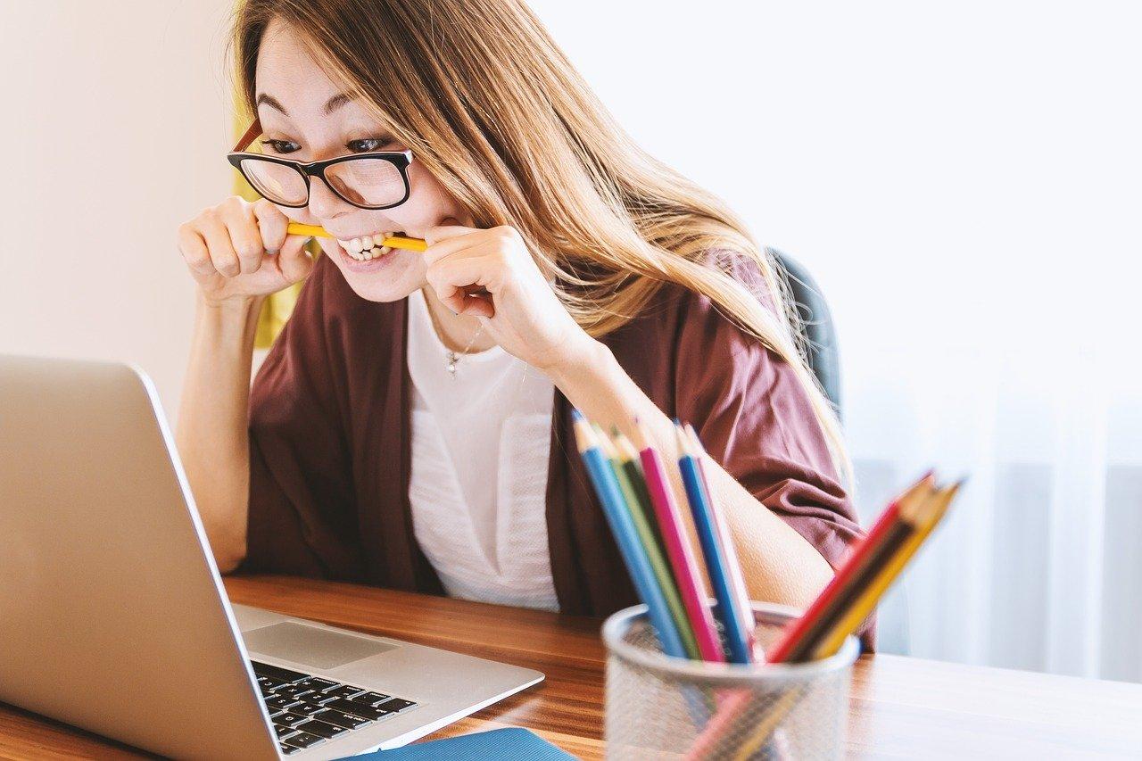 laptop, woman, education-3087585.jpg